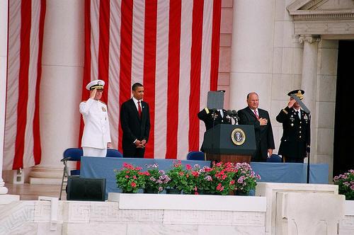 obama_crotch_salute.jpg